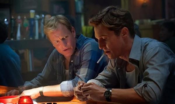Woody Harrelson y Matthew McConaughey en True Detective (escenas 1995)