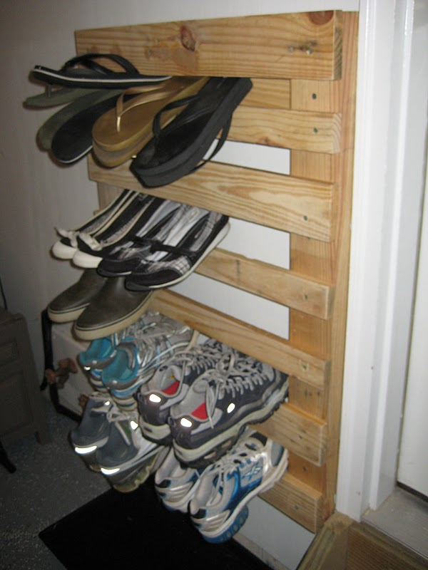 lovelace files pallet wood shoe rack. Black Bedroom Furniture Sets. Home Design Ideas