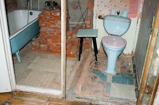 демонтаж старой перегородки в санузел