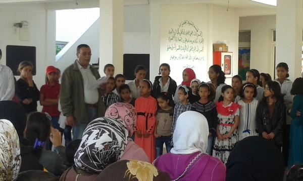 أطر وتلامذة مدرسة أحمد الحنصالي بنيابة النواصر يخلدون الذكرى الأربعين للمسيرة الخضراء المظفرة