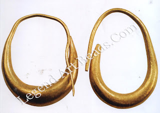 Lunate-shaped earrings were found in Mari and Ur and were widely distributed in Canaan during this period.