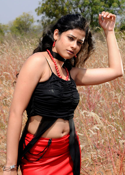 love life movie heroine kashmira pics4