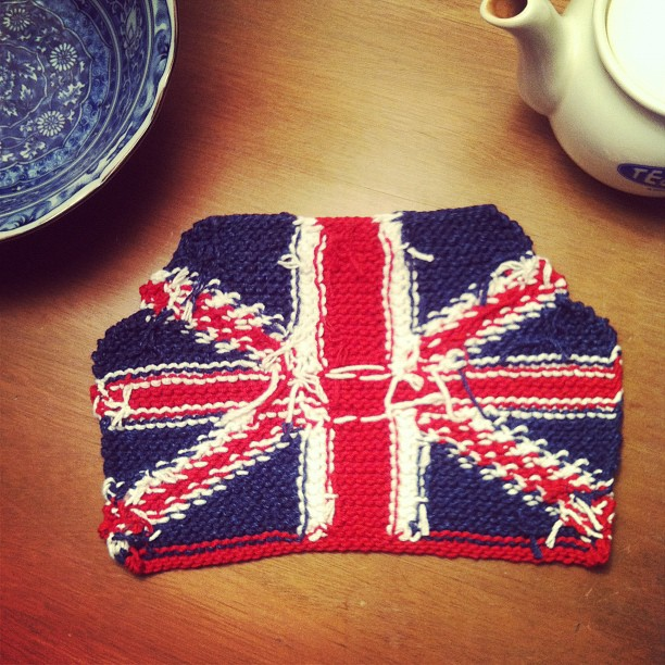 Knitting Pattern For Union Jack Tea Cosy : anna knits, etc.: anna knits - union jack tea cosy update 2