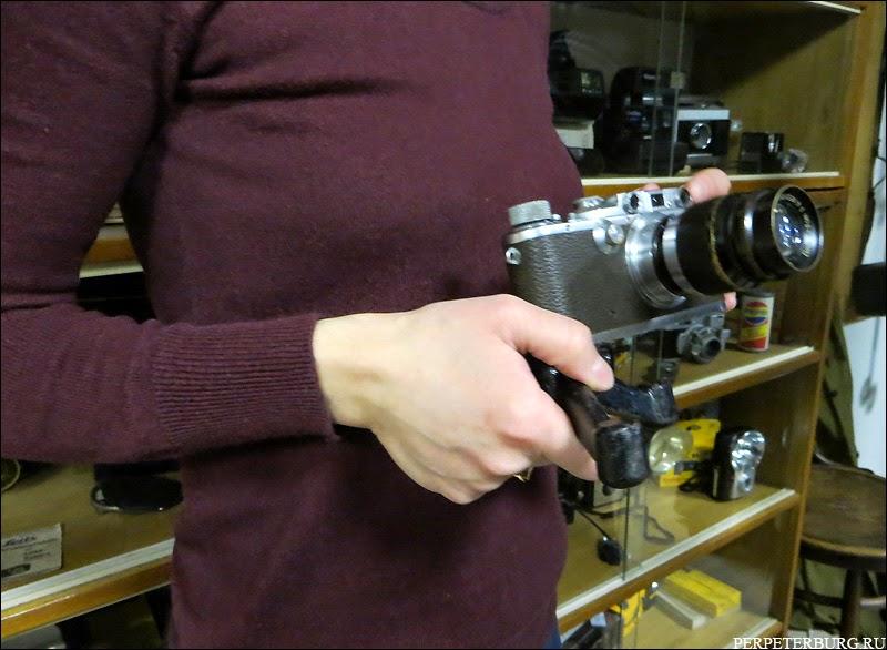 Старинные фотоаппараты в музее фотографии в Питере