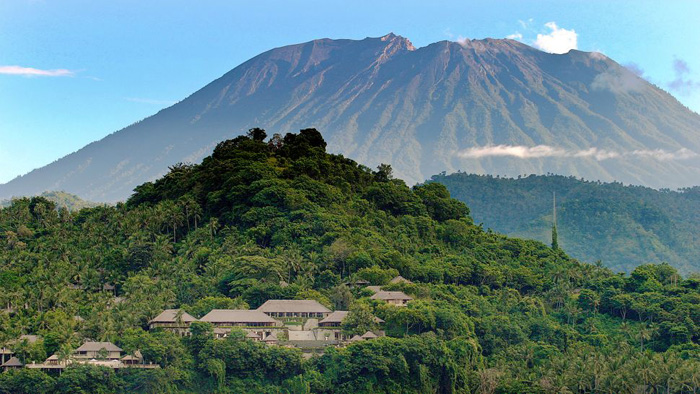 how tall is mount agung