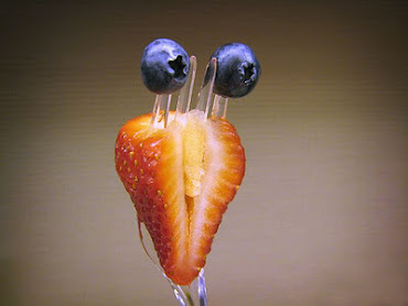 #18 Funny Fruits Wallpaper