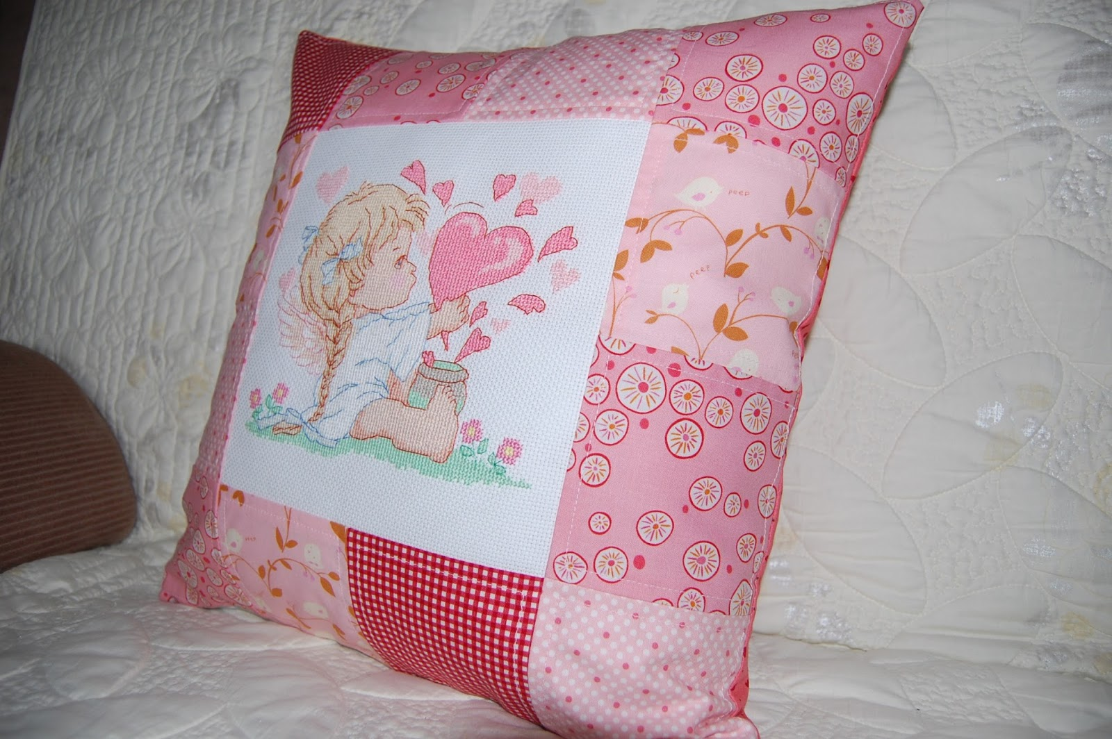Вышивка подушка мягкая