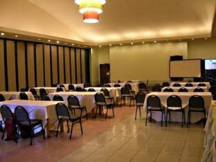 Make It Davao The Ritz Hotel At Garden Oases