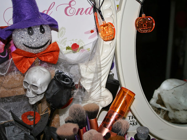A Glimpse At My Dresser | Halloween Deco ♥