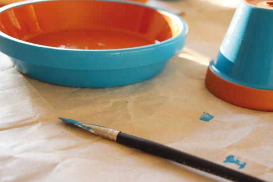 binedoro Blog, DIY, selbstgemacht, Kuchenplatte, Schale mit Fuß, Tontopf, malen, Acrylfarbe