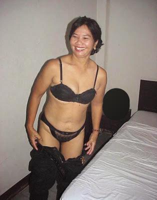 Makcik Horny melayu bogel.com