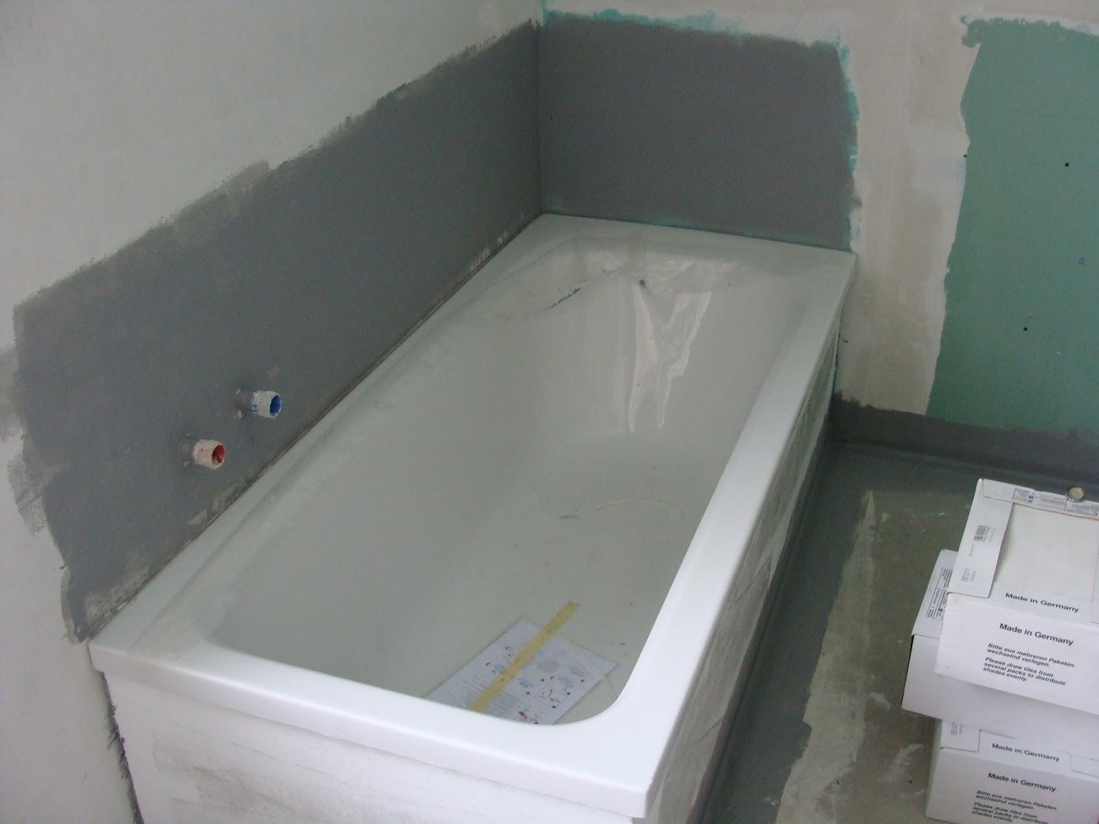 Superb Im Badezimmer U0026 Gäste WC Geht Es Voran. Es Wurden Duschwannen U0026 Badewanne  Eingebaut. Der Fliesenleger Hat Mit Der Arbeit Begonnen.