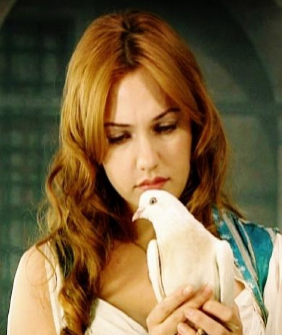 Meryem Uzerli Beautiful Girls Photo