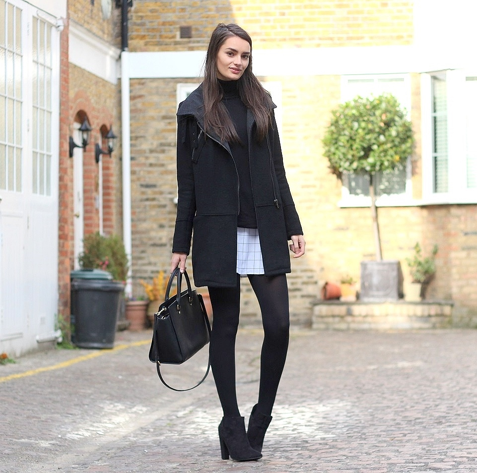 peexo fashion blogger wearing monochrome grid