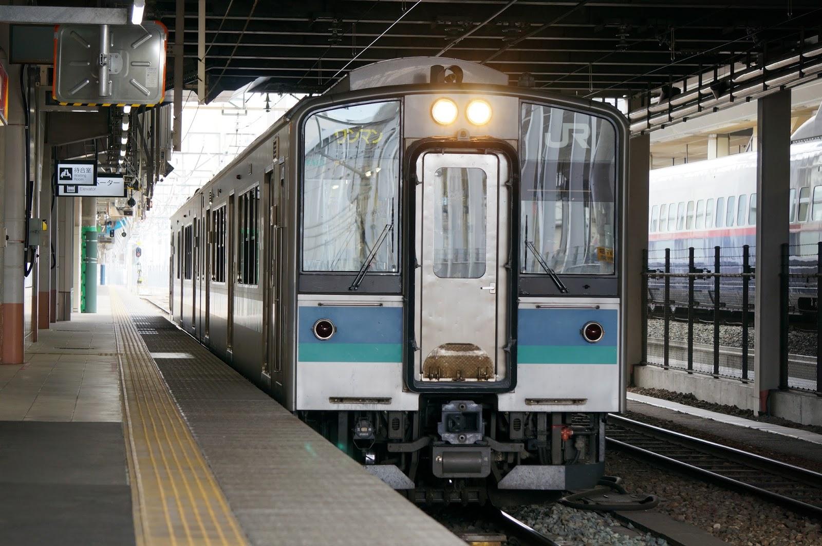長野駅停車中のE127系