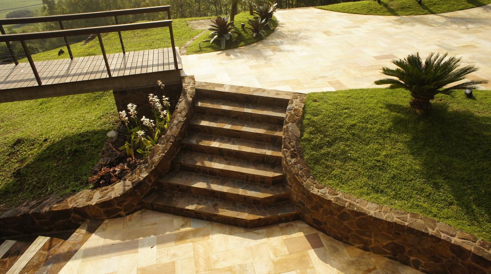 escadas externas jardim : escadas externas jardim:Escadas externas com as pedras do terreno
