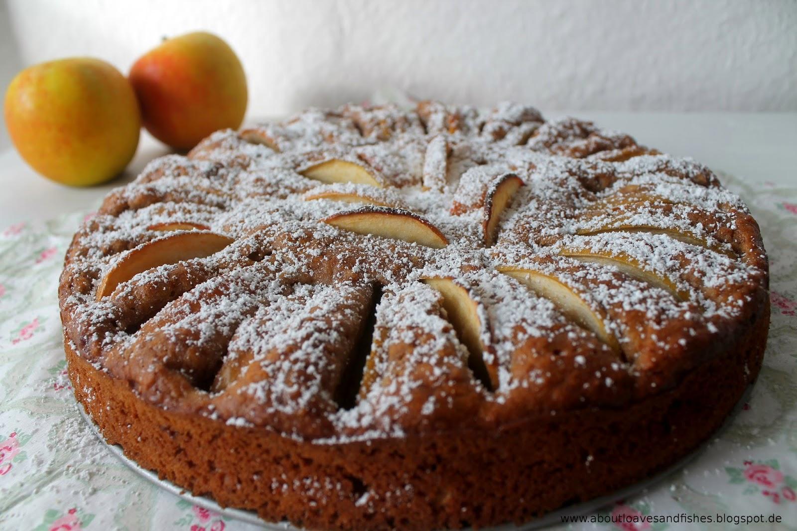 Weihnachtlicher Apfelkuchen mit Spekulatius und Roggenvollkornmehl