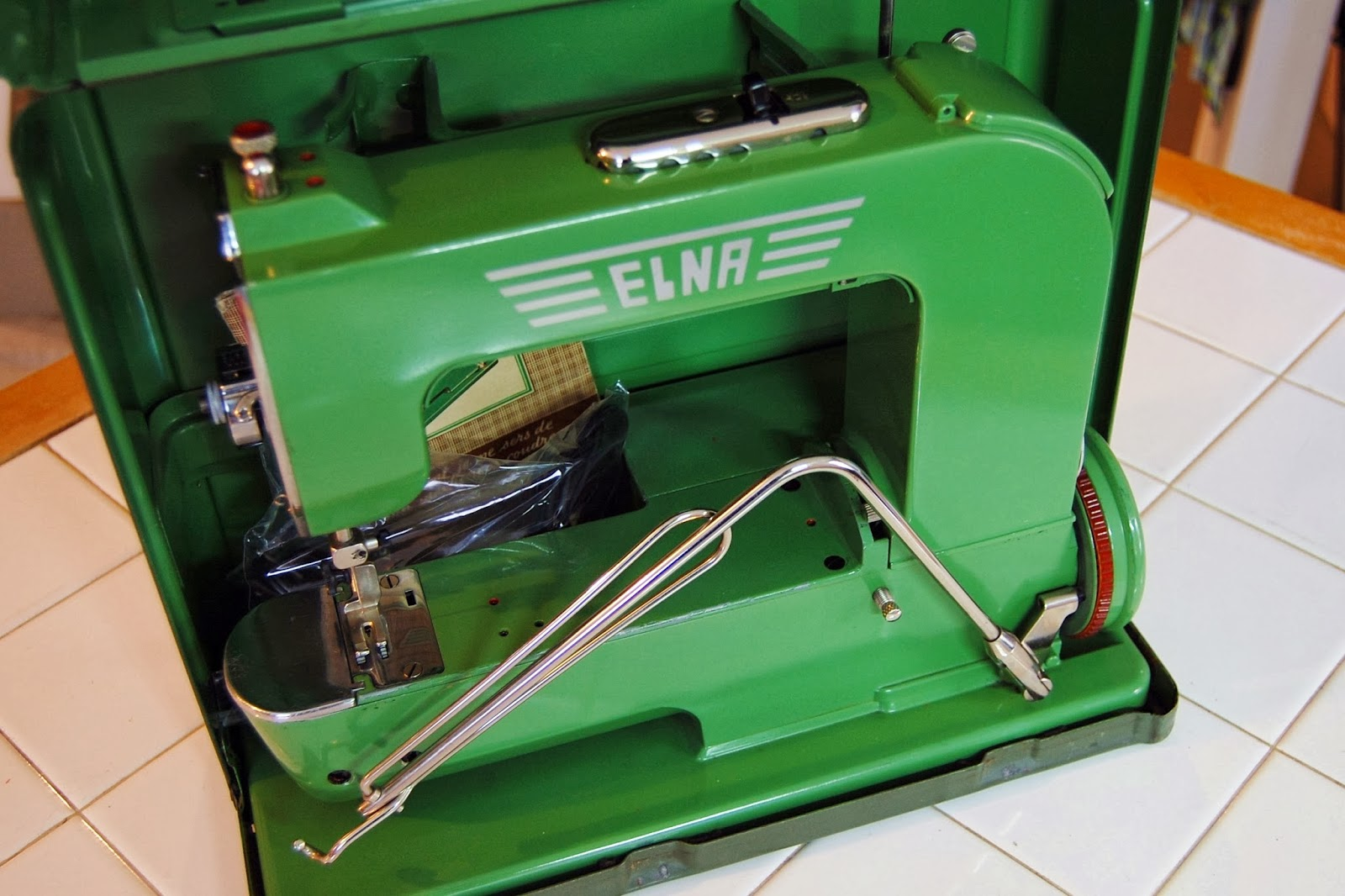 miss sews it all 1950 elna 1 grasshopper rh sewsitall blogspot com Elna Sewing Machine Repair Elna Capacitor