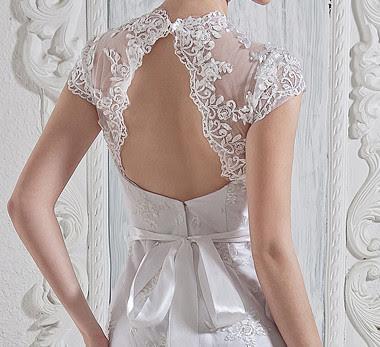 Élégante dentelle blanche A-ligne de manches courtes col en V perles Sash Robe de mariée en satin