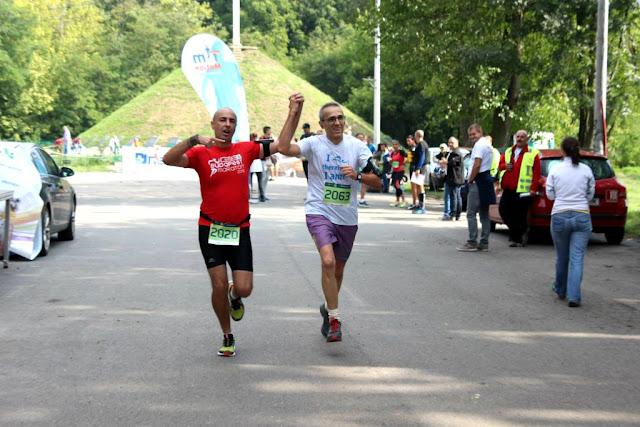 Pe-un picior de Plai. Eveniment de alergare la Pădurea Verde din Timişoara. 12 septembrie 2015. Aniversarea a 4 ani de alergare. Florin Chindea şi Mihai Liseţchi la Finish