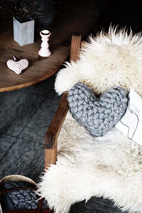 Easy Chunky Crochet Heart Pillow tutorial by Lebenslustiger