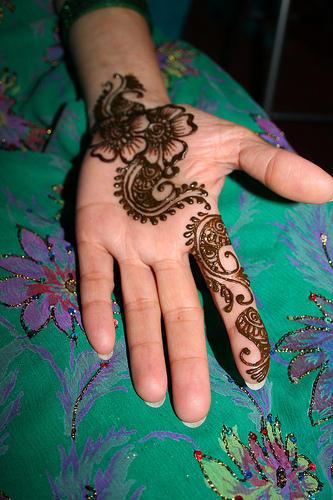 Mehndi Tattoo Hands For Boys : Simple light mehndi designs on hand fashion for girls