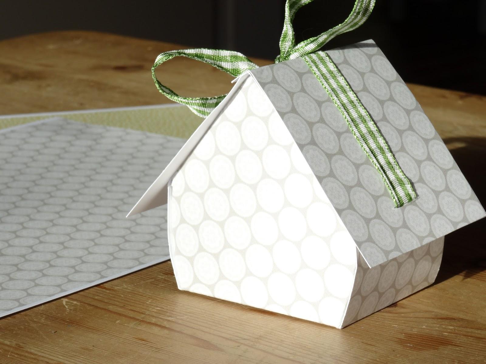majamade basteln f r die weihnachtszeit teil 1 kleine vogel weihnachtsh uschen zum verschenken. Black Bedroom Furniture Sets. Home Design Ideas