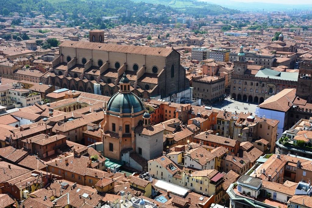 Asinelli Tower Bologna basilica