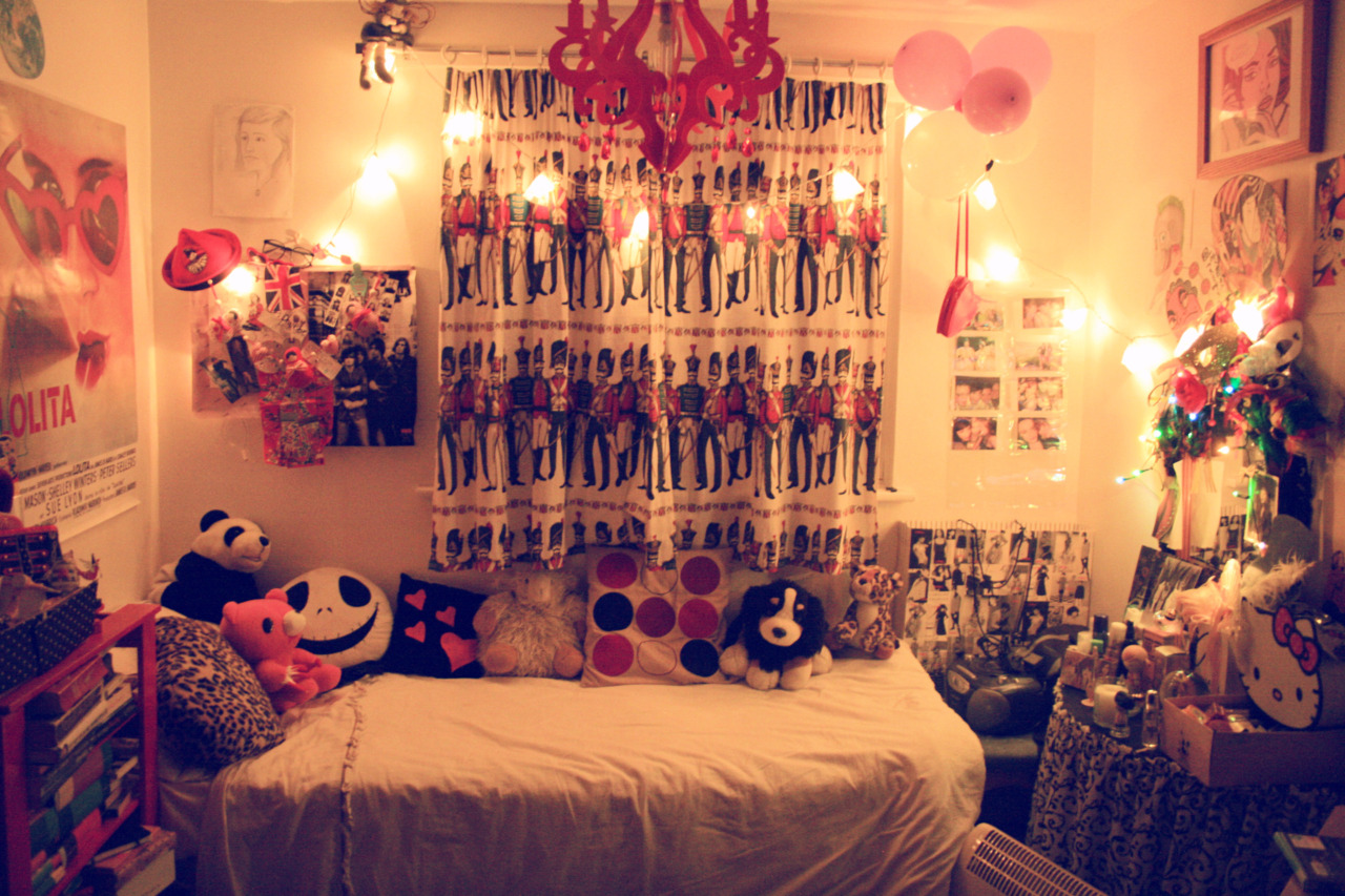 You should be out on a meadow - Tumblr teenage bedroom ...