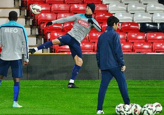 Ronaldo và Nani hào hứng trở lại tập luyện tại Old Trafford