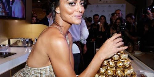 Com vestido decotado, Juliana Paes chama atenção em evento!