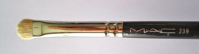 Mac 239 Holy Grail eyeshadow brush