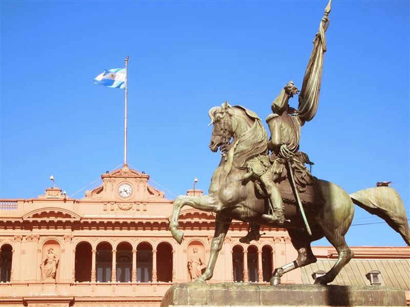 Estatua ecuestre del General Manuel Belgrano