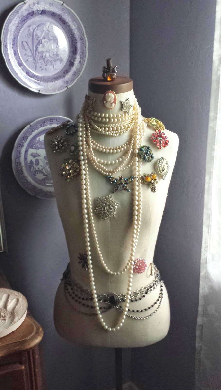 Ciao newport beach vintage inspired jewelry display for Jewelry displays