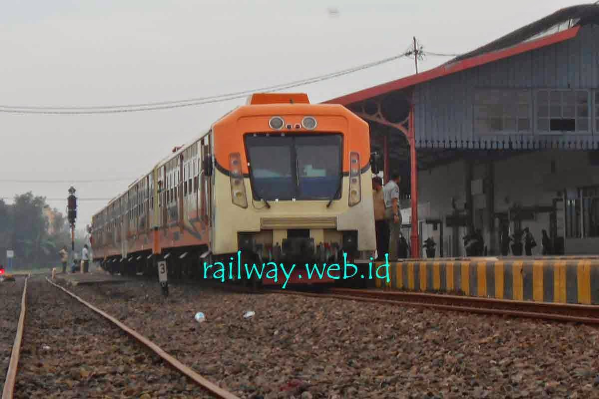 gambar kereta api arjuno ekspress