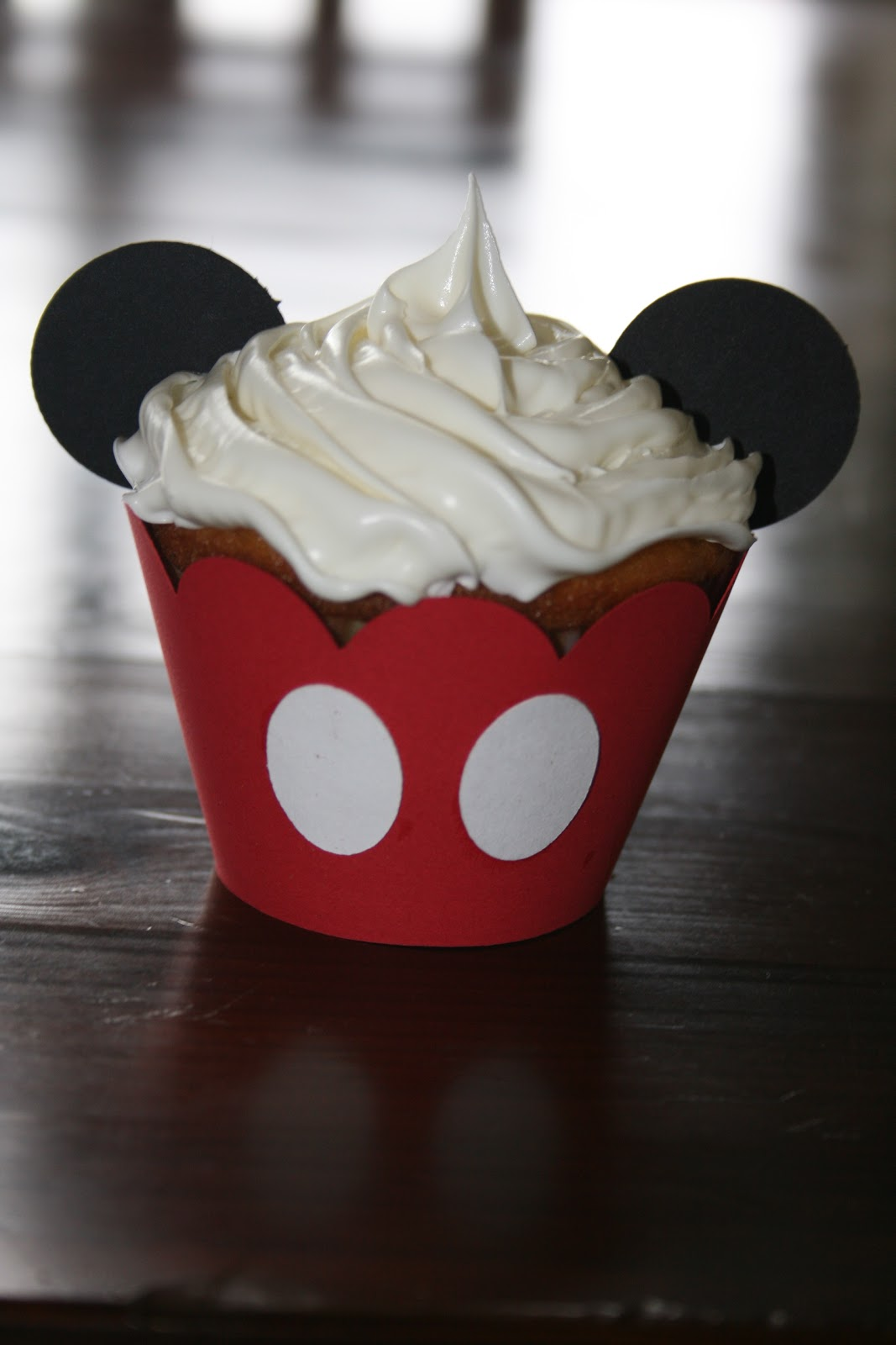 Pictures Of Mickey Mouse Cupcakes : Cricut Crazy: Mickey Mouse Cupcakes