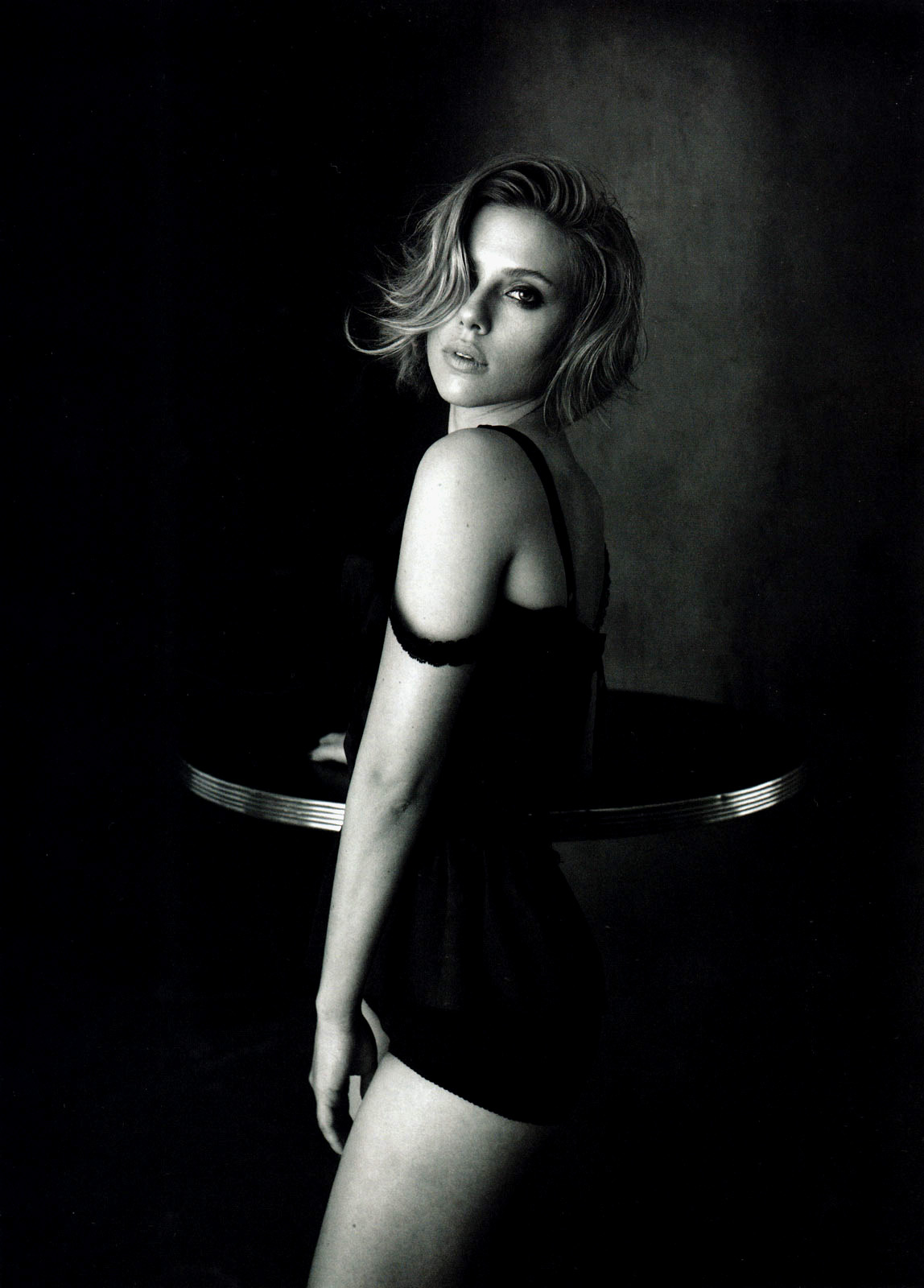 http://1.bp.blogspot.com/-6OrUX56oHuw/To2YyX38ARI/AAAAAAAAcMM/qCEi0HcCYJY/s1600/Scarlett_Johansson_VOGUE_111010004.jpg