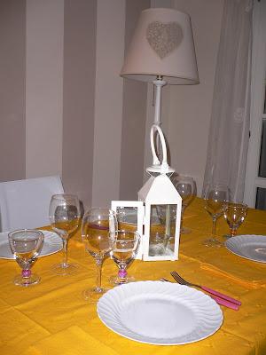 Un piatto e un calice una bella tavola apparecchiata - Una bella tavola apparecchiata ...