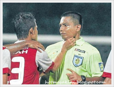 reff kena cekik,cekik,kejam,bola,bola malaysia
