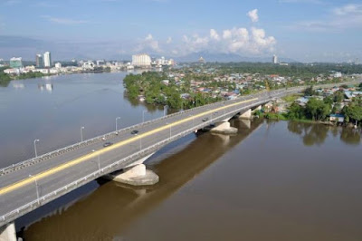 Jambatan Tun Salahuddin.