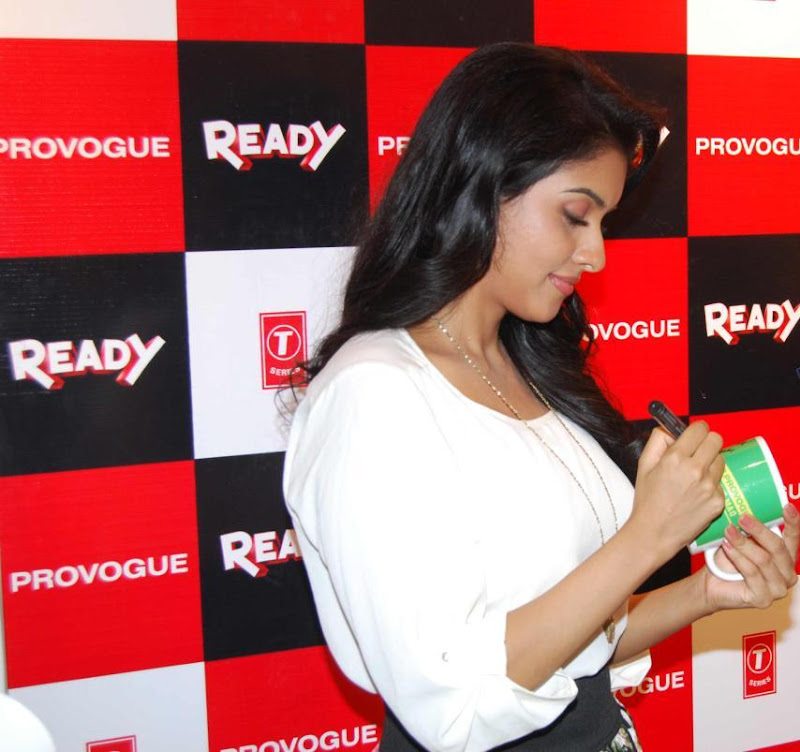 Asin Promotes Ready Film At Provogue Store hot photos