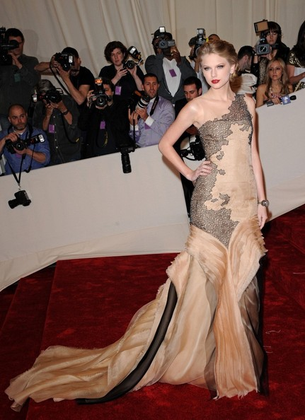"Taylor Swift at the ""Alexander McQueen: Savage Beauty"" Costume Institute Gala held at The Metropolitan Museum of Art on May 2, 2011 in New York City."