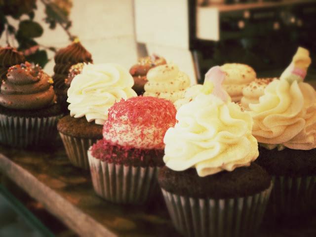 cupcakes brunch & cake