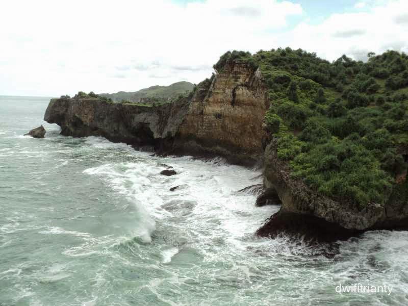 Dia Yang Bersolek | Pantai Ngéden, Gunung Kidul ...