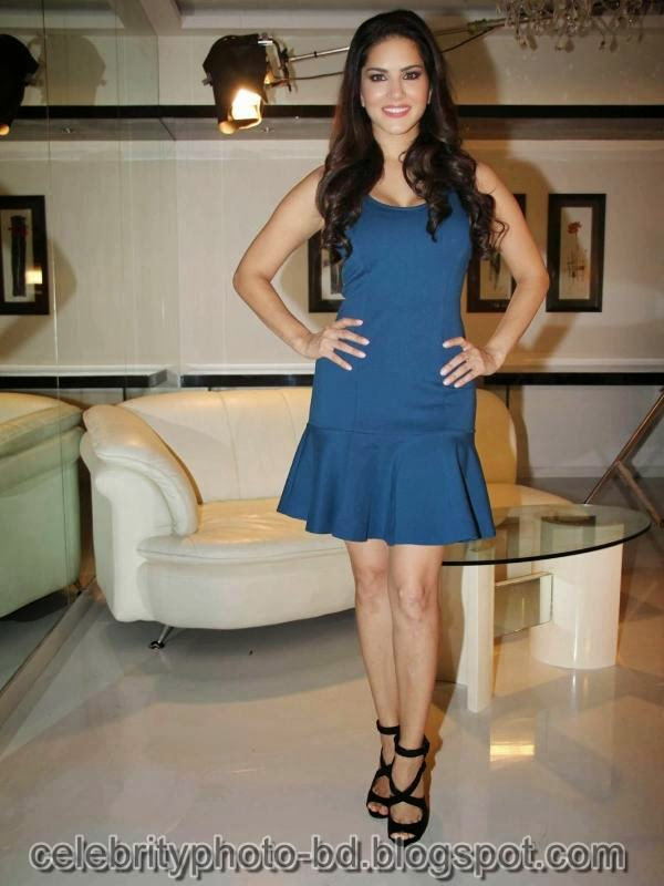 Sunny+Leone+Photos+in+Short+Dress+at+MTV+Webbed+In+Mumbai+Drama+Series+Shooting009