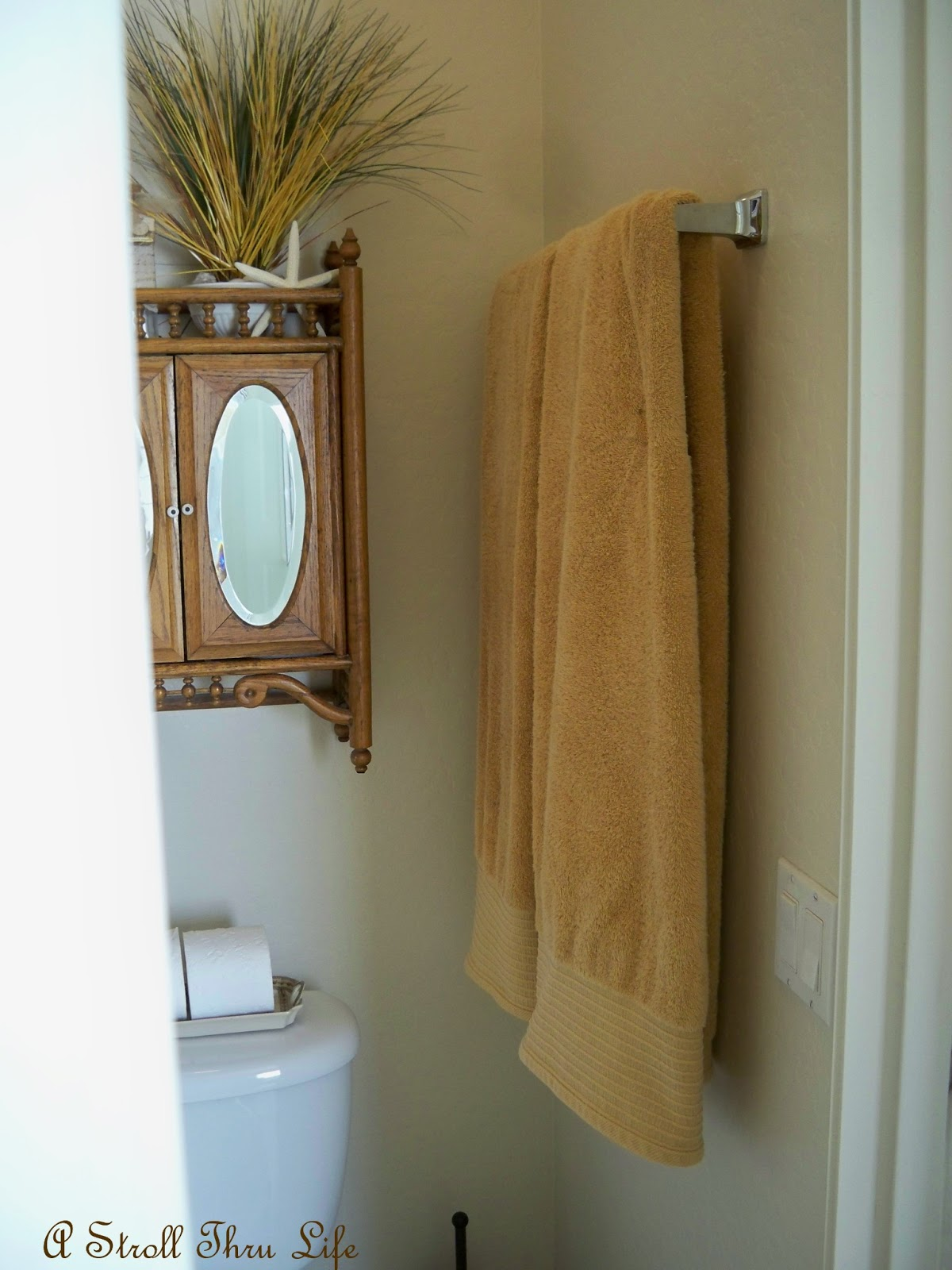 How to fold bathroom towels for hanging - I Don T Like To Hang A Wet Towel Folded I Like For It To Have Plenty Of Space To Air Dry Completely So It Usually Gets Draped Over The Ledge Again To Dry