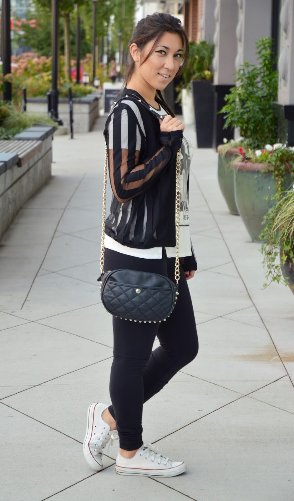 ootd: outfit for shopping wearing lululemon, growzela mesh top and zara graphic T