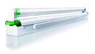 Lampu TL yang banyak digunakan sejak dulu dengan fitting khusus untuk lampu TL yang panjang.