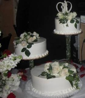 Cake Decorating Classes Near Pomona Ca : Big Bettie cakes: Wedding Cake with Fresh Flowers