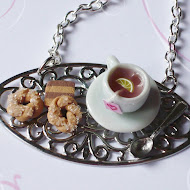 The time of tea necklace